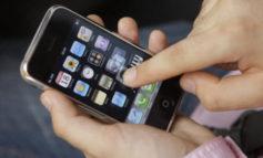 В Усатово у местного жителя вырвали из рук телефон