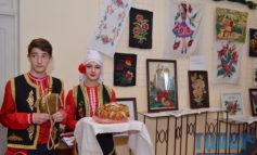 """В Одессе открылась выставка народно-прикладного искусства """"Жемчужины гагаузского народа"""""""