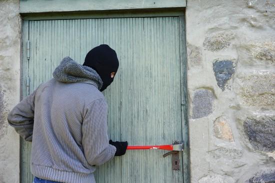 В Черноморске подросток украл металл из чужого гаража