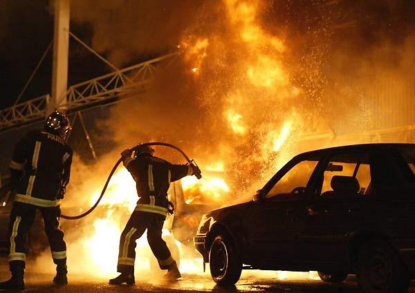 В Одессе среди бела дня горела «Toyota Corolla»