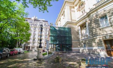 В Одессе начали ремонт части Оперного театра