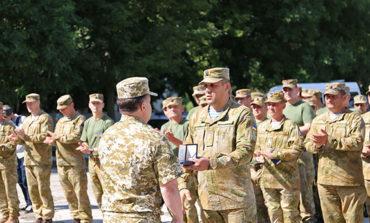 Министр обороны наградил болградских десантников
