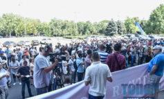 Как общественники митинговали возле ООГА и пытались прорваться в здание администрации (фото)