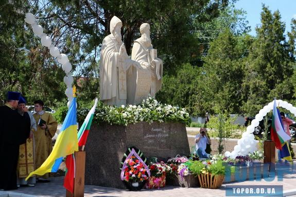 В селе Кулевча открыли памятник просветителям Кириллу и Мефодию (фото)
