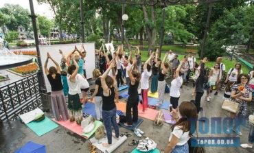В Одессе несмотря на причуды природы прошел международный день йоги