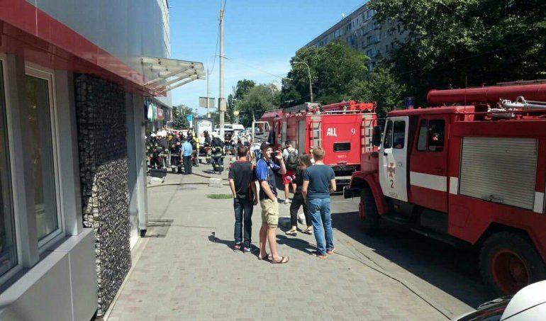 В Одессе на Черняховского горела подземная парковка