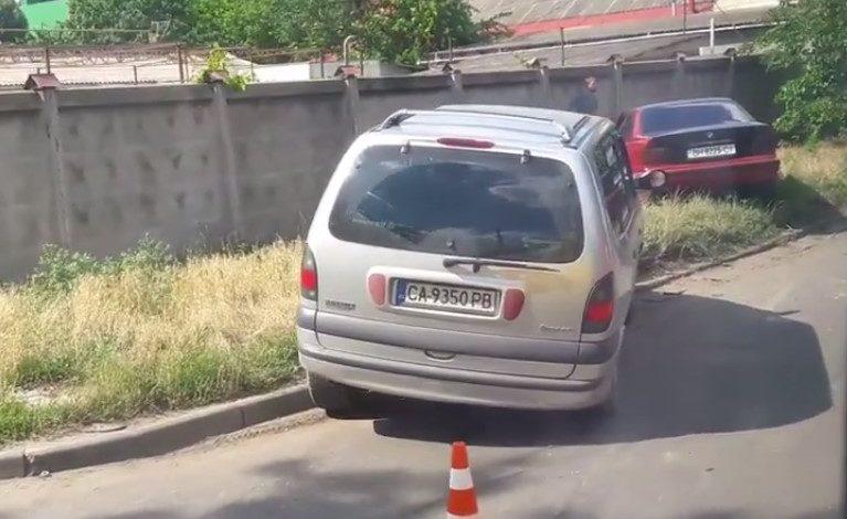 Тройное ДТП в Одессе: «BMW» перевернул «Smart» и задел «Renault»