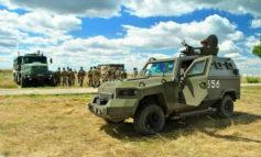 Измаильские пограничники выставили напоказ штатную бронетехнику и вооружение