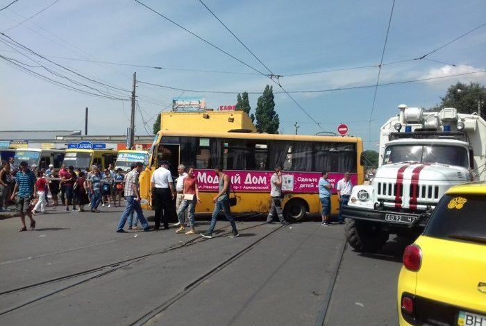 Возле Привоза маршрутка насмерть сбила пешехода