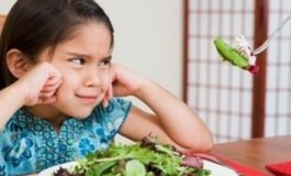 В Шабовской громаде детей в садиках кормили просроченной едой