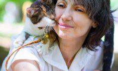Одесская библиотека открыла выставку «Женщина-кошка»