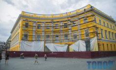 В Одессе сняли саван строительных лесов с полуциркульного здания на Приморском бульваре
