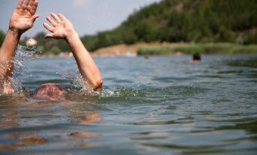 """Вчера в Украине утонули три человека. Спасатели предупреждают об опасности на """"диких"""" водоемах"""