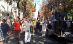 Протестующие в Кишиневе пытались прорвать кордон полиции на микроавтобусе
