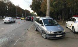 На Таирова женщина-водитель въехала в припаркованный автомобиль