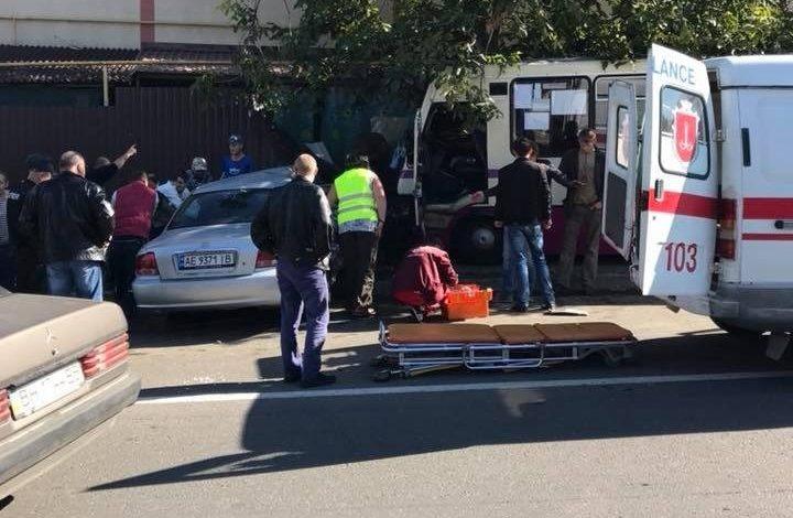 Под Одессой маршрутка влетела в жилой дом – есть пострадавшие