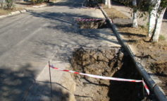 В Рени после первого же дождя провалился новый асфальт на отремонтированных улицах