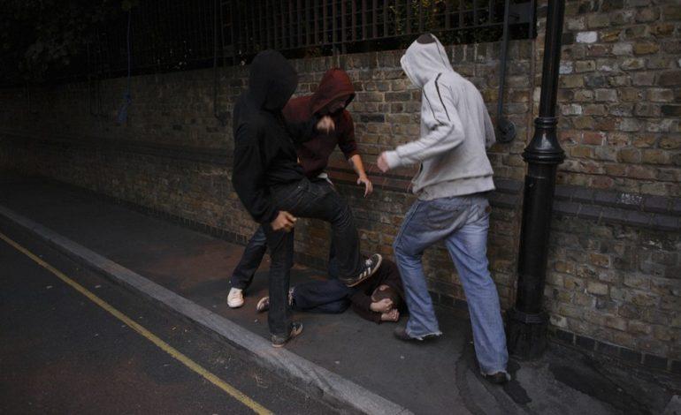 В Одессе трое подростков избили местного жителя и отобрали у него деньги