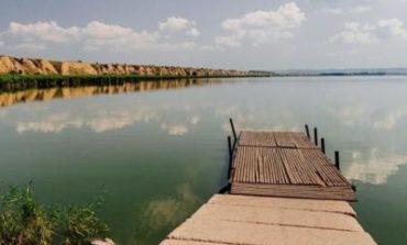 В Ренийском районе в озеро Кагул выпустили шесть тонн рыбы