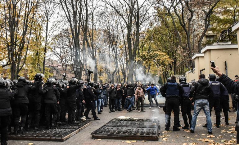 Беспорядки в Горсаду: травмированы 6 полицейских (ФОТО)