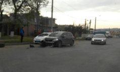 ДТП на Овидиопольской трассе: фура без колеса, хэтчбек без бампера