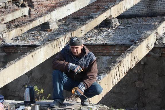 Демонтаж старых трибун проводят на Белгород-Днестровском стадионе