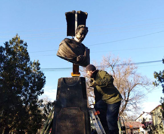В Болграде установили еще один памятник Инзову