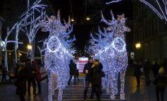 Дерибасовская готовится к празднику: на улице появилась новая иллюминация  (фото)