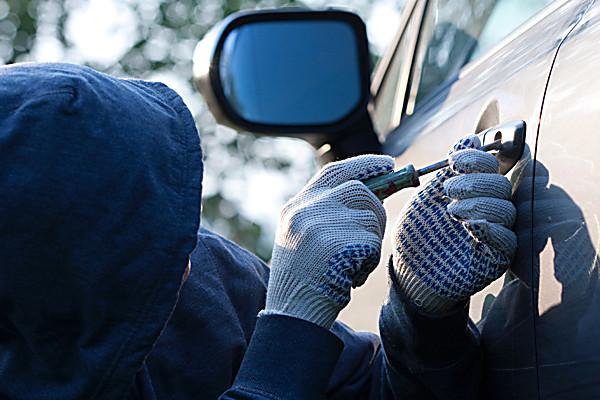 По соседству: в Гагаузии водитель нашел ограбившего его машину вора по украденным колесам