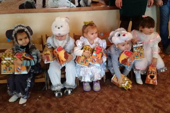 В преддверие Нового года Антон Киссе порадовал детишек Бессарабии подарками (фото)
