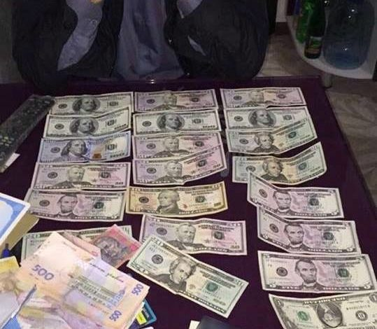 В Одессе на взятке попались двое чиновников