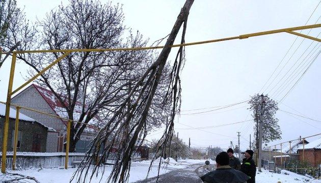 Непогода в Украине: без света остаются 294 населенных пункта