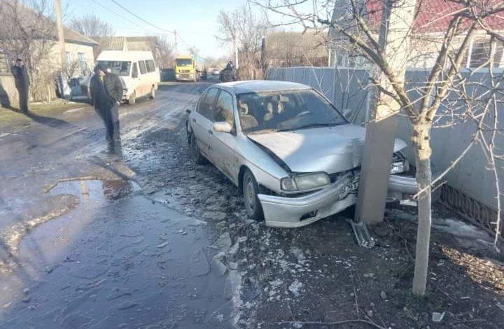 Под Измаилом микроавтобус Mercedes протаранил легковушку (ФОТО)