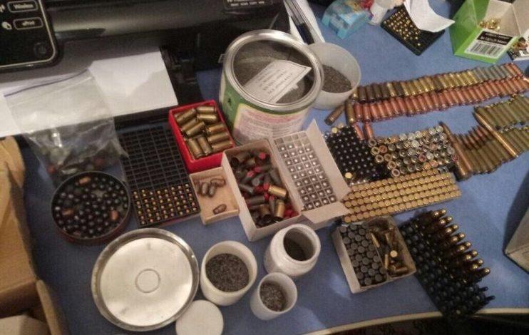 Одессит обустроил дома склад с оружием