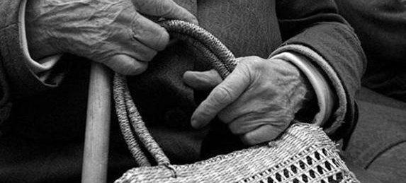 В Раздельной мужчина напал на 84-летнюю пенсионерку