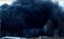 На Ленпоселке облако черного дыма покрыло местность