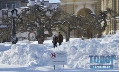 Снежная Одесса: санки, снеговики и люди с лопатами (фоторепортаж)