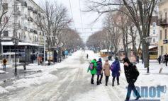 """Оттепель пришла в Одессу. Улицы завалены """"снежной кашицей"""" (фото)"""