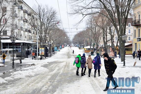 Оттепель пришла в Одессу. Улицы завалены «снежной кашицей» (фото)