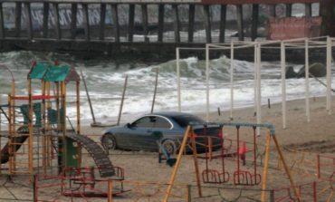 В Одессе на «Ланжероне» застрял чудак на BMW