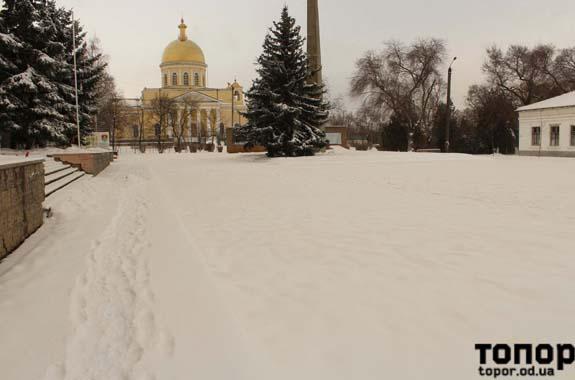 Желто-оранжевый снег в Болграде (фоторепортаж)
