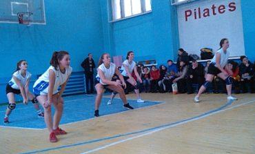 Белгород-Днестровские студентки играли в волейбол