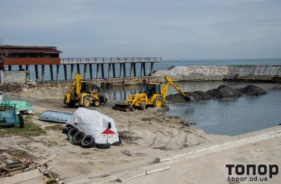 На пляже Ланжерон углубляют бухту (ФОТО)