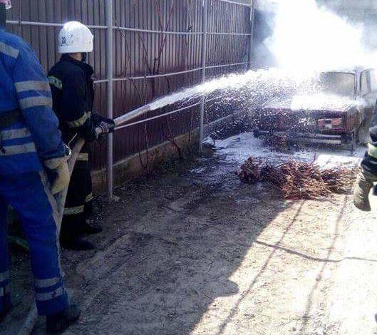 В Измаиле во дворе частного дома сгорел автомобиль (ФОТО)