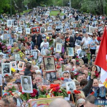 """Одесситы отпраздновали 9 мая массовым возложением цветов и акцией """"Бессмертный полк"""" (фото)"""