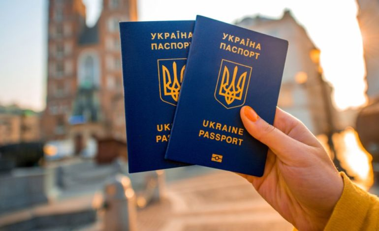 Количество стран, куда украинцы могут поехать без виз расширяется