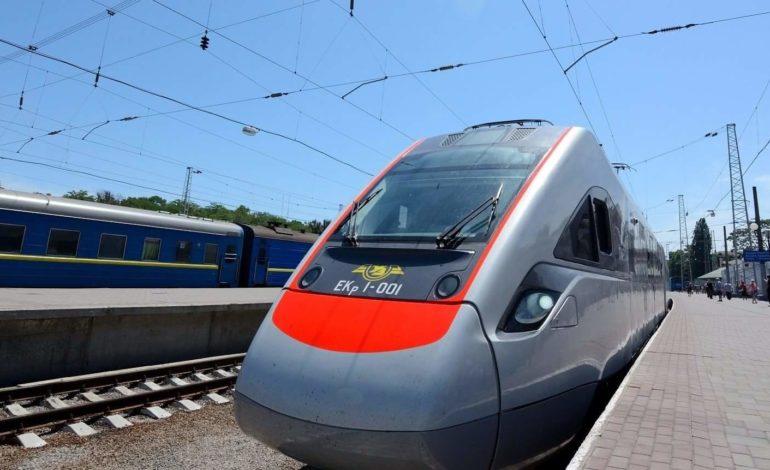 На летний сезон между Киевом и Одессой запускают дополнительный поезд Интерсити+