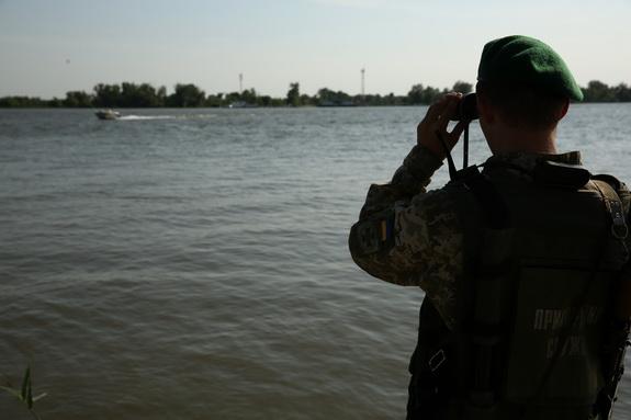 Порыбачили у соседей: пограничники Румынии задержали украинских рыбаков