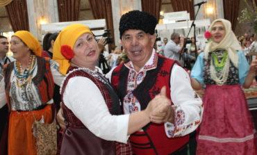Гагаузские народные костюмы представили на экспозиции  во Дворце республики в Кишиневе (фото)