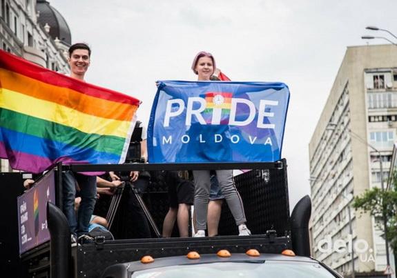 Колонну ЛГБТ марша в Киеве возглавил гагауз из Молдовы